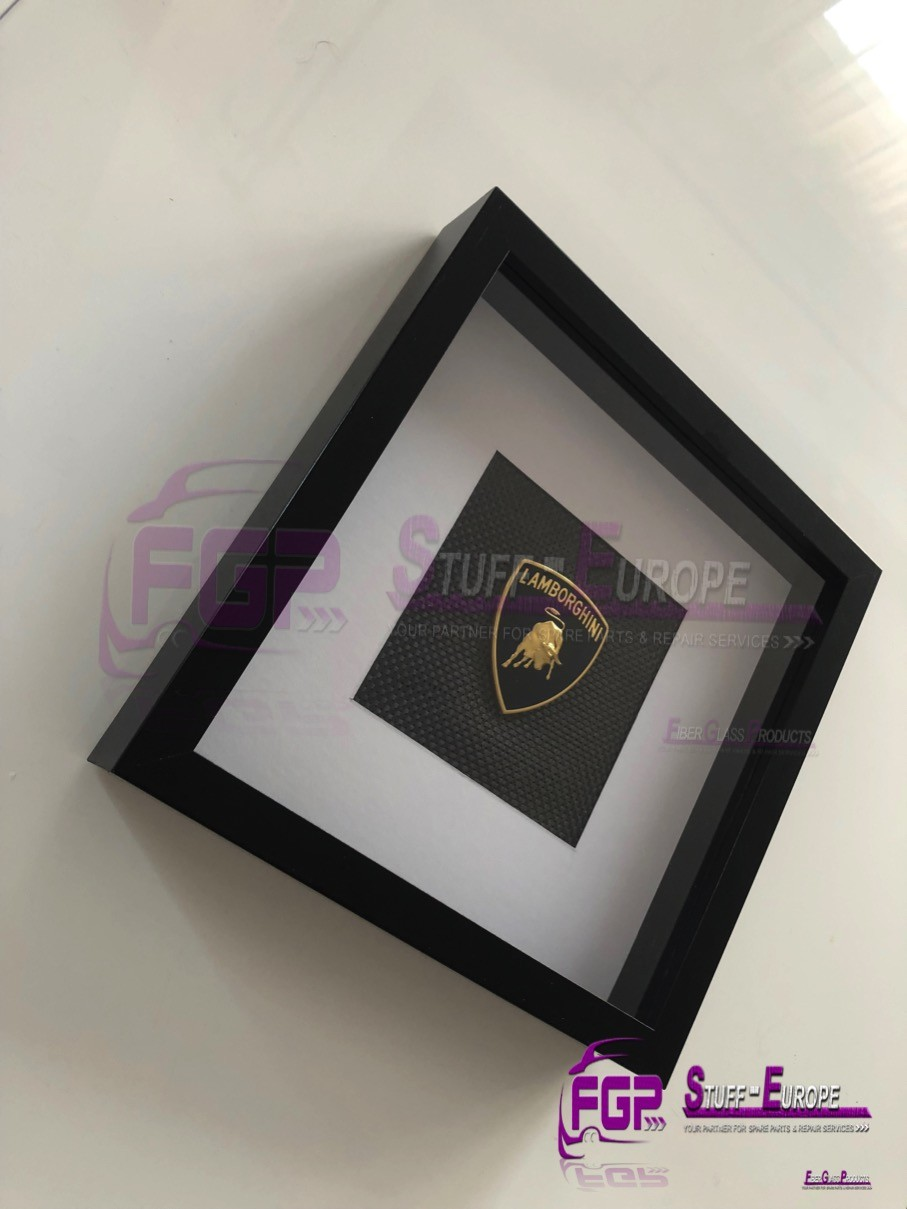 Original Lamborghini LOGO / EMBLEM / BADGE with real carbon background / GIFT / BIRTHDAY GIFT