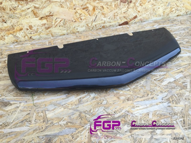 New Real carbon Frontbumper splitter for Lamborghini Aventador LP700